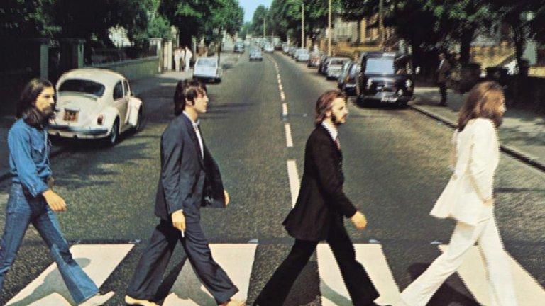 The Beatles - Here Comes the Sun Казват, че Джордж Харисън е написал тази песен в ранната пролет на 69-та, когато слънцето тъкмо се е показвало над мрачната Англия и в главата му са изникнали акордите, които всички ние днес знаем наизуст. И наистина, сякаш си казваме it's alright, когато я чуем.