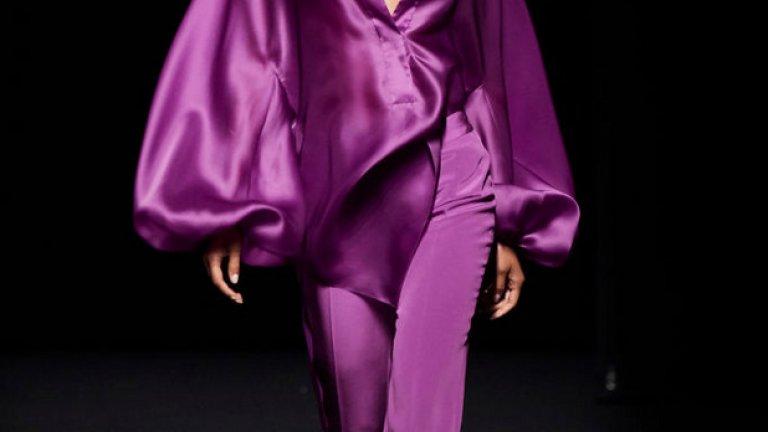 Компот от грозде (Grape Compote) Това е нюансът на лилавото, който се очаква да преобладава тази пролет и виждахме често по време на дефилетата на модните седмици.   Модел от колекцията пролет/лято на Marcos Luengo, представена през юли 2019 г. на модната седмица на Mercedes Benz.