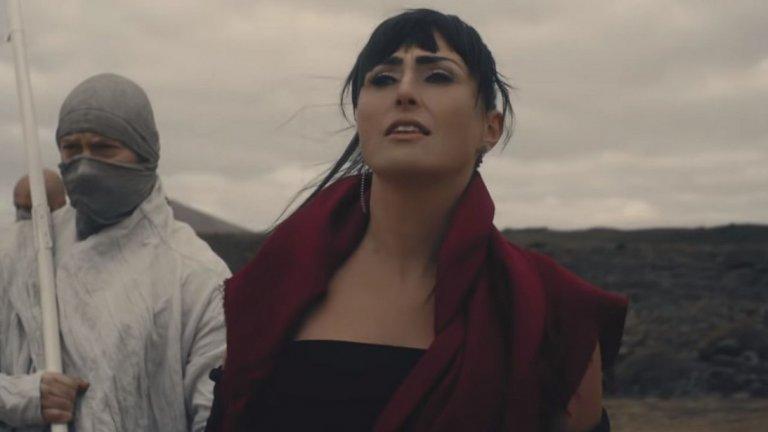 Within Temptation (Шарън дел Адел) - What Have You Done  Гласовите възможности на Шарън й отварят вратите към какви ли не жанрове, но трябва да се радваме, че тя се е посветила на метъла и години наред вее флага на жените в жанра с бандата Within Temptation. Без да подценяваме новите им парчета, този път се спряхме на любима песен от архивите (толкова стара, че гост вокалистът вече също е жена след операция за смяна на пола...).