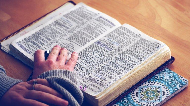 Тълковният речник на Оксфорд все още съдържа някои много сексистки дефиниции