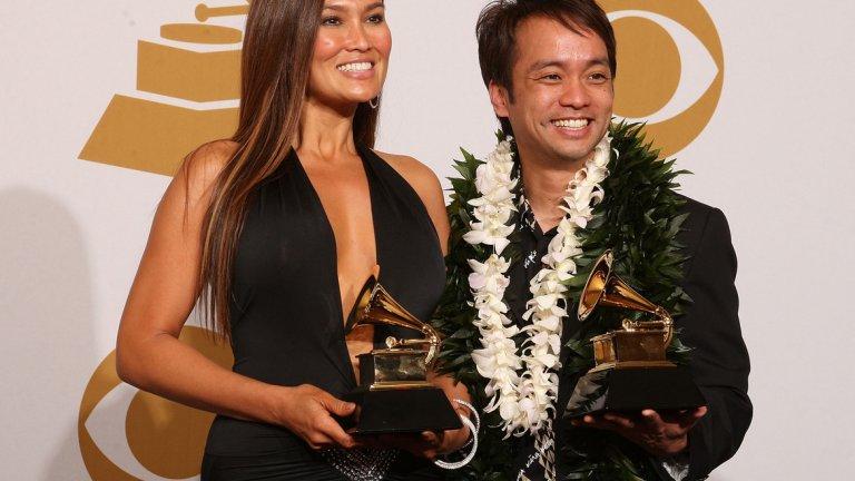 """Освен да озвучава анимационни герои, Тия Карере използва гласа си и, за да пее. Тя има издадени 5 албума с хавайска музика, от които първият (Dream) излиза на бял свят още през 1993 г. Следват Hawaiiana (2007), 'Ikena (2008), He Nani (2009) и Huana Ke Aloha (2010), за който печели и """"Грами""""."""
