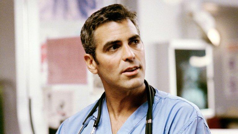 """Д-р Дъг Рос Връщаме се на """"Спешно отделение"""", защото няма как да пропуснем доктор Рос. Когато сериалът излиза през 1993 г., Джордж Клуни е на 32 години и е жестоко красив, особено с лекото наглеене, с което се вози в инвалидна количка в коридора на болницата. Клуни играе в пет сезона на шоуто, след което се завръща за малко в последния епизод, за радост на феновете. Той отнася две номинации за """"Еми"""" за ролята си на Дъг Рос и остава в историята като може би най-сексапилния екранен лекар въобще."""