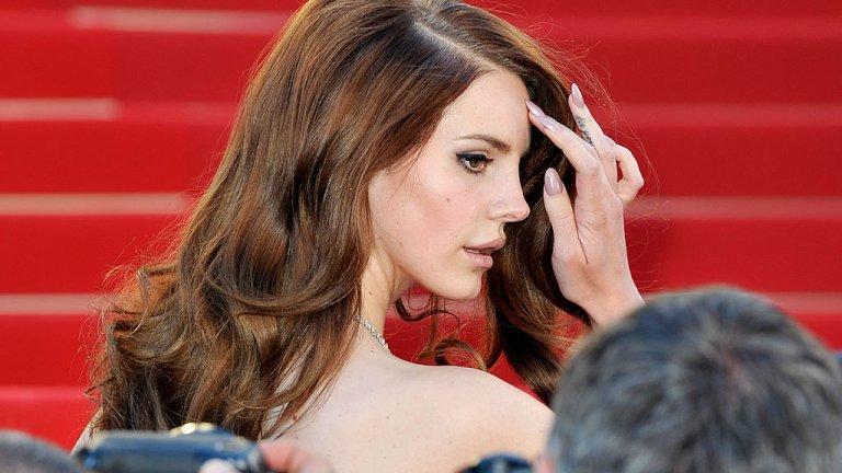 Според критиците на певицата тя възхвалява насилието