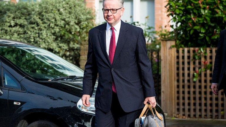 """Майкъл Гоув  Министърът на околната среда в кабинета """"Мей"""" вече направи един неуспешен опит да бъде избран за премиер през 2016 г. Провалът му дойде, след като част от съпартийците му го обвиниха в саботаж на кандидатурата на Борис Джонсън. Гоув все още не е обявил официално дали ще се кандидатира за поста, но е смятан за един от силните потенциални претенденти."""