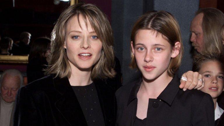 """През 2002 г. на премиерата на """"Паник стая"""" заедно с Джоди Фостър. Тогава Кристен Стюарт беше на 13"""