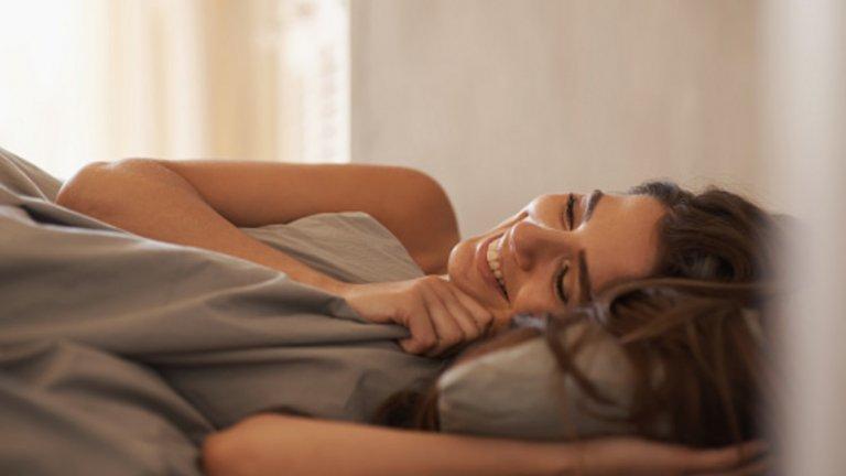 7: Осигурете си качествен сън Висококачественият сън (поне 6 часа, без прекъсване) става все по-оскъден и това може да е причина за евентуална водна задръжка. Липсата на сън може да задейства редица реакции, които да накарат тялото да задържи течности. Една от тези реакции се изразява в повишаването нивата на стресовия хормон – кортизол. Поради тази причина, осигуряването на 6-8 часа сън в рамките на всеки 24 часа може да е само от полза, особено ако тялото е подложено на редовен стрес от диета иупражнения.
