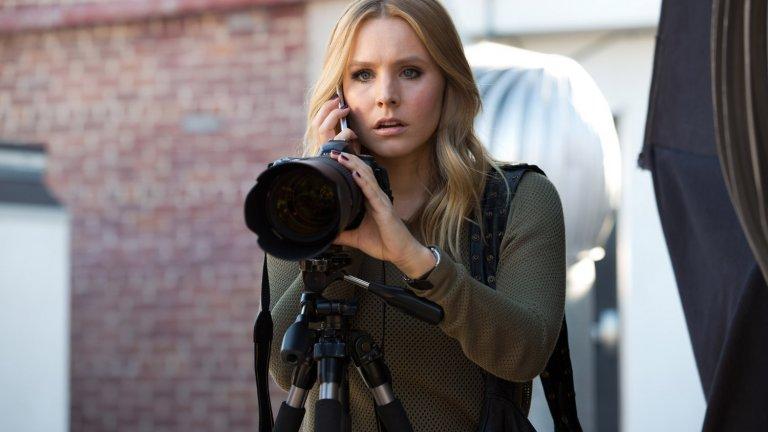 """Veronica Mars / """"Вероника Марс"""" Именно """"Вероника Марс"""" откри Кристен Бел за света. Училищната криминална драма се излъчваше в продължение на 10 години, между 2004 и 2014 г. Младата детективка Вероника се впускаше в сериозни криминални приключения, които бяха продължени в пълнометражен филм със същото заглавие. А през 2019 г. Hulu пуснаха четвърти сезон с осем епизода, което зарадва феновете."""