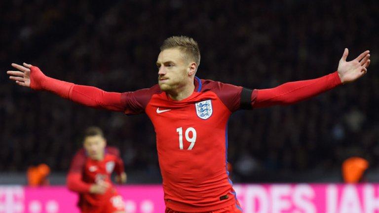 Джейми Варди отбеляза дебютното си попадение за Англия, вкарвайки за 2:2
