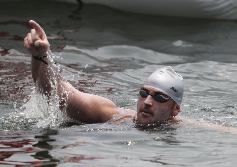 Петър Стойчев може да е вашето вдъхновение да влезете във форма с помощта на плуване.