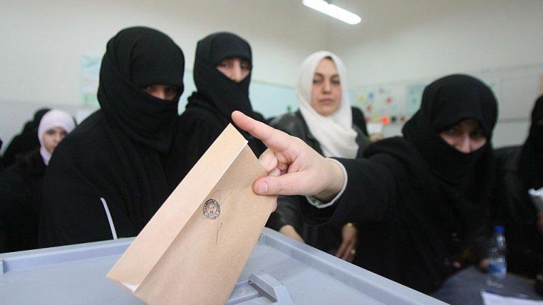 """Засега фароит в надпреварата е блокът """"Национално единство"""", който през 2016 г. спечели изборите"""
