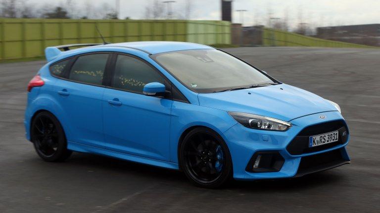 Ford Focus RS След RS версията на Focus през 2002 г., Ford започнаха да инжектират стероиди в RS. Така през 2015 г. от конвейера слезе Focus RS с 2,3-литров четирицилиндров двигател, 350 коня и 350 въртящ момент. Автомобил, който безапелационно се нарежда в топ 10 на моделите на Ford.