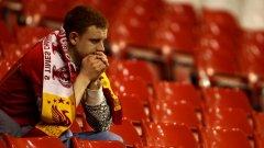 В Ливърпул нямат пари и треньор, а вярата на феновете е разклатена