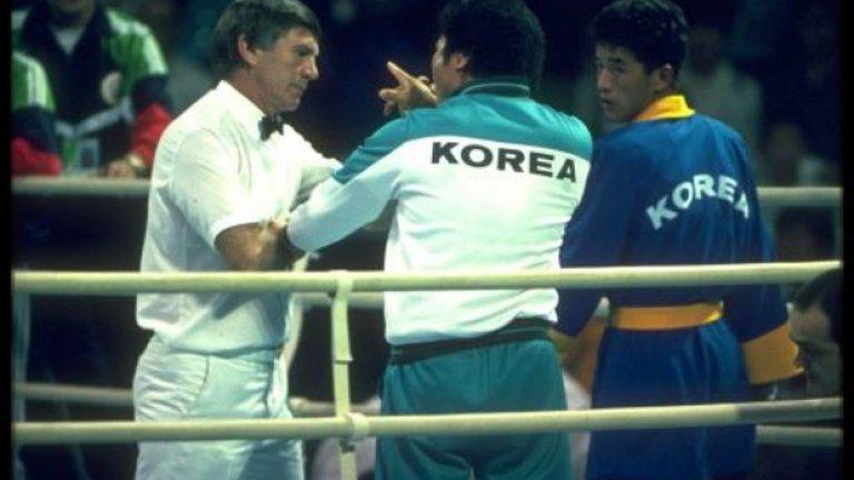 25. Сеул 1988: Пълен нокаут Когато съдиите не присъждат победата на Рой Джоунс-младши, всички са в шок. Джоунс е очевидният фаворит за златото, нанася 86 удара на Парк Си-Хун срещу 32 на южнокорееца, но победата отива за представителя на домакините. По-късно съдиите си признават, че преди мача са вечеряли с организатори от Южна Корея и са се почувствали притиснати да дадат медала за техния боксьор.