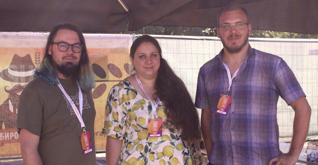 На снимката от ляво надясно: Никола Петров, Красимира Димитрова и Александър Панджаров