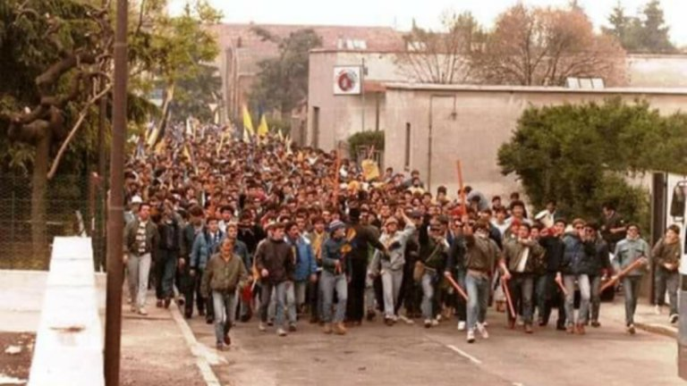 Шествие на тифозите на Верона от началото на 80-те. Едва ли отиват на опера...