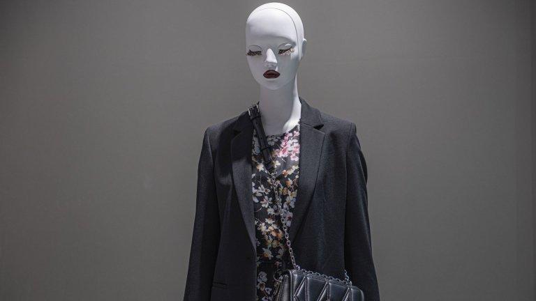 Стайлинг сет: Сако - Hugo, Рокля - Ted Baker, Чанта - Karl Lagerfeld  - всичко от магазин Collective, ниво 0, Сердика Център