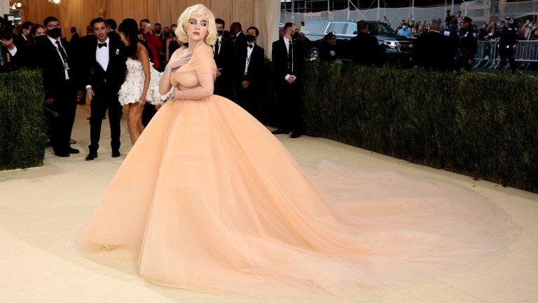 Били АйлишOscar de la Renta се вдъхновява от Мерилин Монро и създава тази рокля специално за Айлиш.