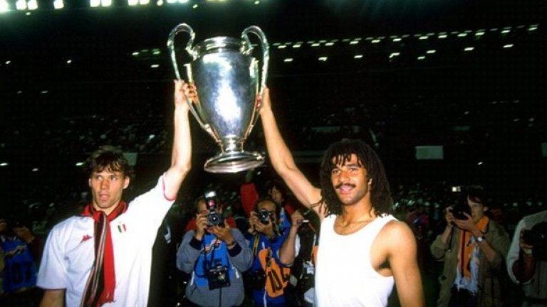 2. Марко ван Бастен Един от най-великите нападатели в историята бе избран от феновете за атакуващ футболист №1 на тима за 20-и век. Той прекара в италианския гранд 8 годин в периода 1987-1995.