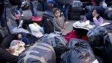 """Пожарът, който изравни със земята бежанския лагер """"Мория"""", остави неговите 13 000 жители на ръба на оцеляването"""