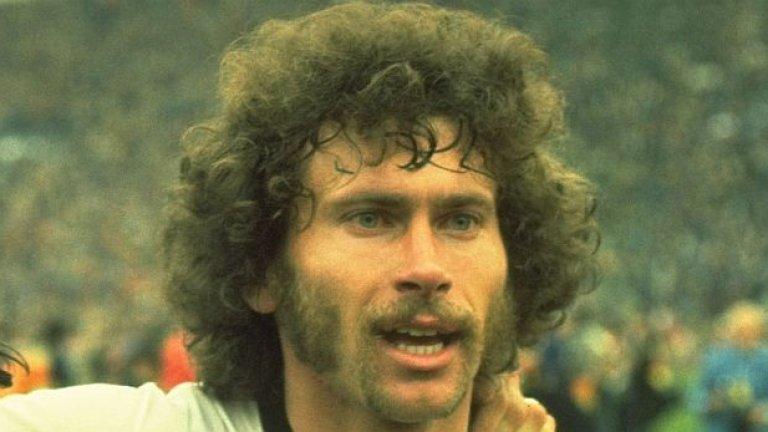 Паул Брайтнер бе символ на немската мощ през 80-те години, като плашеше с вида, брадата и крачката си, прегазващ съперниците. Сега е близо до любимия Байерн в ролята на посланик на клуба.