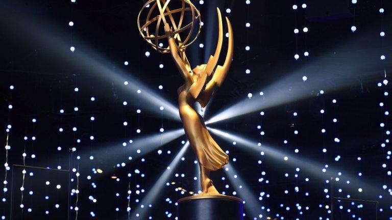 """Доминацията на HBO и пренебрегването на Netflix  Ако имаше голям победител в сферата на стрийминга, това определено е HBO с общо 30 награди - както на неделната церемония, така и от т.нар. Creative Arts награди """"Еми"""", които се връчват в техническите категории в дните преди голямото шоу.  За сметка на това Netflix остана в периферията. В неделя сериали на стрийминг услугата спечелиха едва две отличия. С успехите в техническите категории отличията на Netflix достигат 21, но при условие, че компанията имаше най-много номинации тази година - 160."""