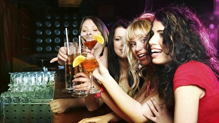 Жените е по-вероятно да споделят на приятели за изневярата и да създават мрежа от такива приятели, които да ги покриват, ако възникне проблем