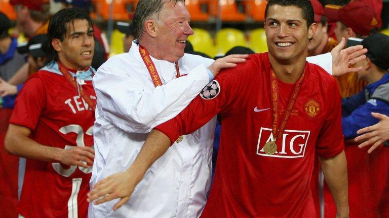 """1. Кристиано Роналдо – в Реал Мадрид, 94 млн. евро (2009) Най-големият трансфер в ерата на Фъргюсън и все още най-скъпият изходящ трансфер на Манчестър Юнайтед. Роналдо счупи безброй рекорди в деветте си години на """"Сантяго Бернабеу"""", отбелязвайки 438 гола в 450 мача, като спечели на два пъти титлата в Ла лига и цели четири пъти Шампионската лига. През лятото на 2018-а премина в Ювентус срещу 117 млн. евро, където продължава да ниже гол след гол и има 51 попадения в първите си 71 двубоя."""