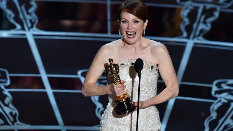 """След пет номинации през годините, Джулиан най-накрая взе наградата, която заслужава. Филмът, в който игаре е """"Все още Алис"""""""