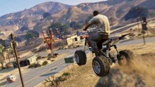 """Grand Theft Auto 5Достъпна за: PC, PlayStation 3/4, Xbox 360/One   GTA вече две десетилетия ни помага да избягаме в един виртуален свят, в който да правим каквото си пожелаем, без това да ни изпрати после на топло за няколко месеца или години. С всяка следваща игра пространството, което можем да изследваме, ставаше все по-голямо. GTA V отново ни върна в щата Сан Андреас и по-конкретно в града Лос Сантос (напомнящ силно на Лос Анджелис) и неговите околности.  Новото в сравнение с предните игри обаче беше, че вече управляваш не един, а трима герои - """"пенсионирания"""" обирджия Майкъл, напористия афроамериканец Франклин и импулсивния и агресивен """"бял боклук"""" Тревър. Всичко започва с един провален банков обир. Години по-късно тримата герои се откриват - някои за пръв път, други повторно - в Лос Сантос. Намесват се и федерални агенти, различни гангстери, филмови продуценти и недоволни бизнес партньори, а кашата става все по-голяма. С това обаче растат и възможностите за големи престъпления и още по-големи печалби. А покрай странните на места мисии (да отвлечеш прочут актьор заради английска двойка обсебени фенове), ви чакат и доста по-предизвикващите уменията ви обири, които героите внимателно планират.  GTA V предлага онова, което ни липсва в момента - възможността да се разхождаме свободно из открити пространства, да се возим, да ходим в барове и дори да летим. Пък било то и дигитално."""