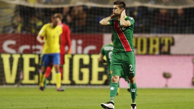 Страхил Попов се държи за главата в момент от поредния неуспешен мач на националите