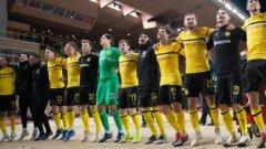 Играчите на Борусия празнуват успеха след срещата