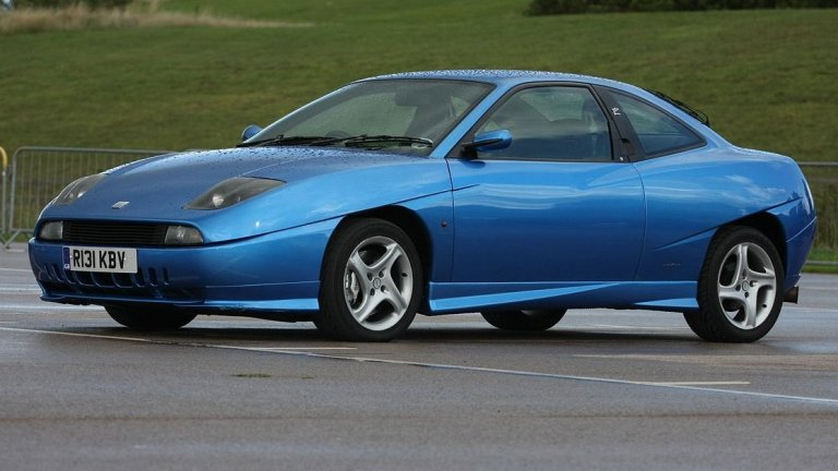 Fiat CoupeКогато през 1993 г. на пазара излиза този Fiat, той предизвиква истински фурор. Отличава се с нисък спортен профил, две врати, агресивни фарове и дизайн, който се дължи най-вече на естетите от Pininfarina.