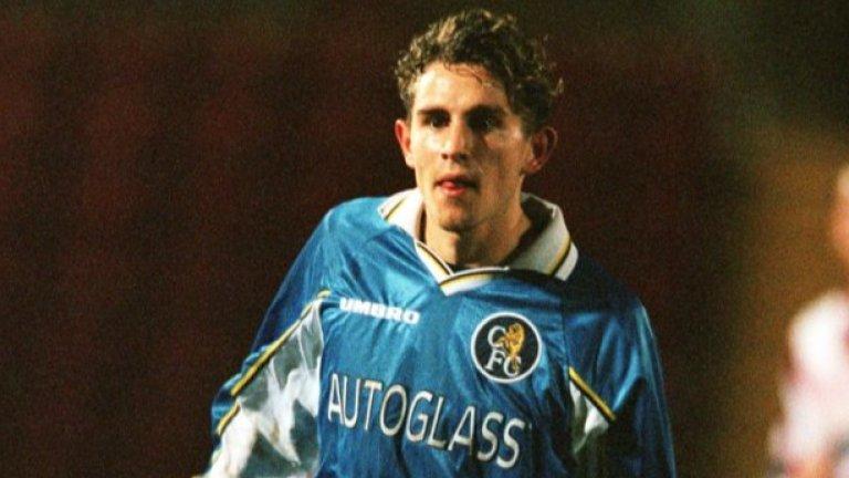 Рууд Гулит дава на Критендън дебют със синята фланелка, но младият играч бързо се свлича до ниските дивизии на английския футбол
