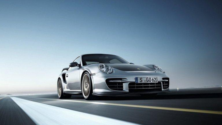 Porsche GT2 RS – 7.18 минути Невероятно бърз автомобил, който е базиран на GT3 RS и е подсилен с турбо двигател. Мощността му е 629 конски сили, а атаката на пистата с механичната му трансмисия изисква специални умения.