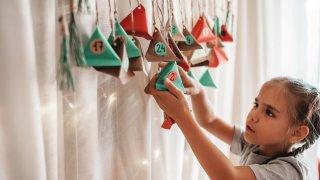 Отброяване на дните до Коледа: как да изработим празничен календар