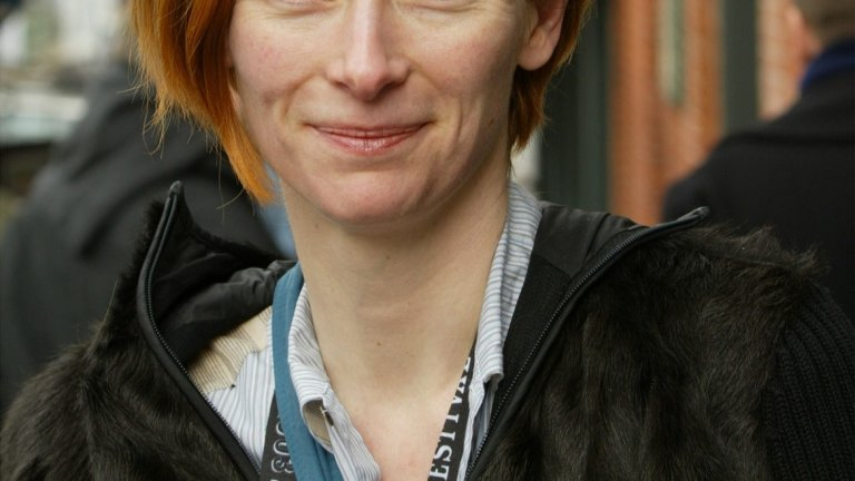 Тилда Суинтън преди (2003 г.).