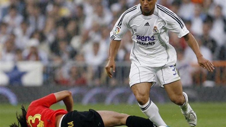 """Запалката срещу Роберто Карлос (1997)  Знаменитият ляв бек на Реал е уцелен със запалка по главата, полетяла от трибуните на """"Камп Ноу"""", където има 120 000 зрители. Публиката е доволна, защото Барселона печели с 2:1, с победна дузпа в края..."""