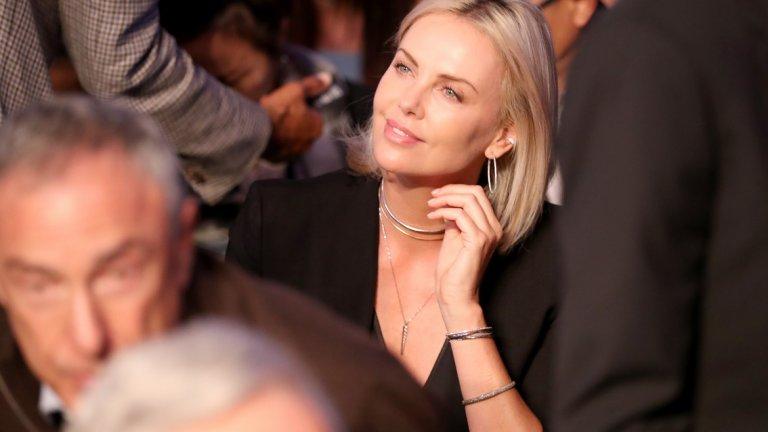 Актрисата Чарлийз Терон също привличаше погледите сред публиката