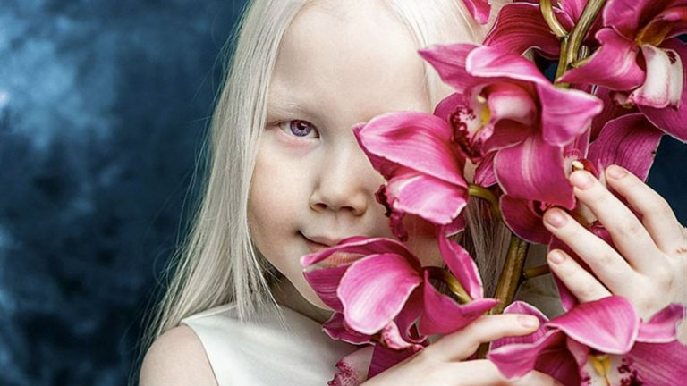 Въпреки това майка й засега не е съгласна детето да се подлага на професионални фотосесии.