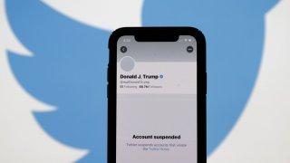 Малко след забраната за достъп към Тръмп той или негов приближен се опита да използва друг Twitter профил - @POTUS