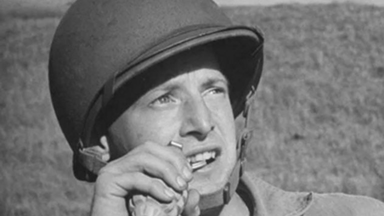Гранатите се активира лесно със зъби   Още една до болка позната сцена от редица военни, а и не само военни филми. Смелчагата хваща гранатата, драматично дърпа скобата със зъби и мята, преди да се е взривила. В действителност се изискват зъби и челюсти от стомана, за да се случи нещо подобно.  Гранатите са пълни с шрапнели и/ или взривно вещество, предвидени да нанасят сериозни поражения и даже смърт, което означава, че не са никак лесни за активиране. Така че в повечето случаи след издърпването на скобата със зъби ще ви е необходимо спешно посещение при зъболекар за изработка на протези.