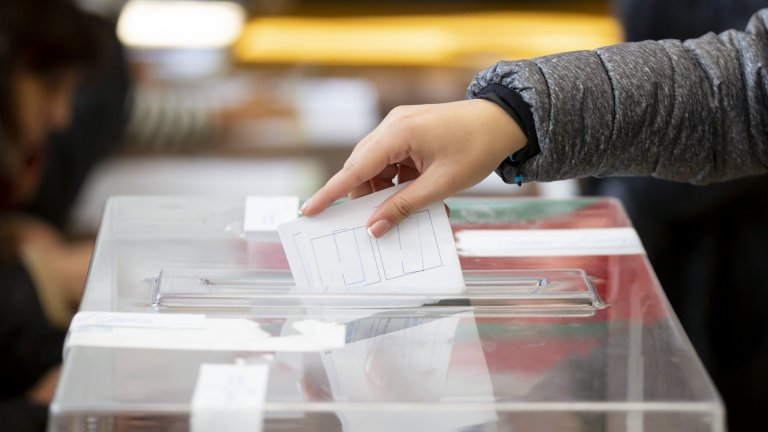 Право на глас имат 6 789 605 българи