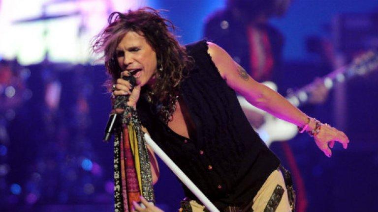 Aerosmith - I Don't Want to Miss a Thing Всичко около това парче - от крачещите Брус Уилис и Бен Афлек, готвещи се да спасят земята от астероид, на фона на просълзената Лив Тейлър, до специфичния глас на Стивън Тайлър - е забъркано от хитова смес, на която й е писано да издържи във времето.