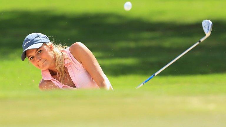 Благодарение на това, че е играла професионално голф, влиза и в университет.