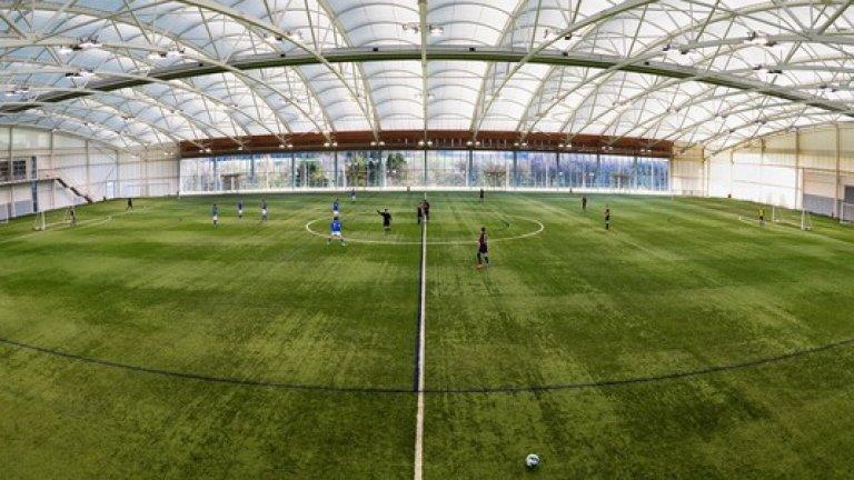 Центърът има 12 тренировъчни игрища. Центърът има 12 тренировъчни игрища.