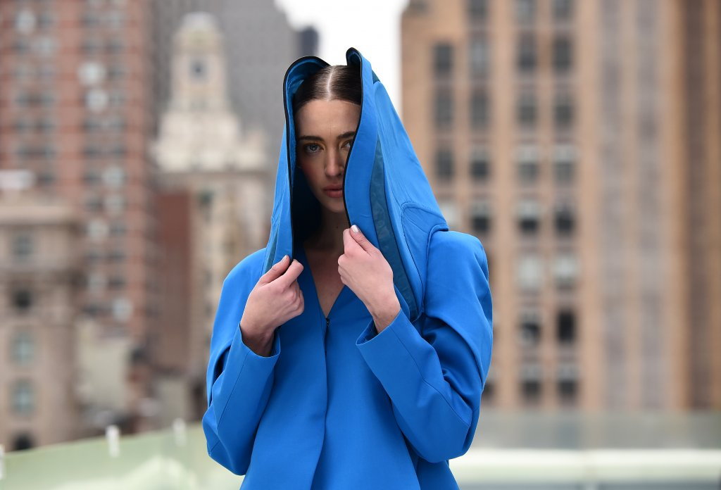 Ярки цветовеСпоред най-големите модни специалисти ярките цветове - жълто, синьо, зелено и червено - ще са страшно актуални през тази година. Колкото по-ярки, толкова по-добре, особено ако става въпрос за синьото и зеленото.