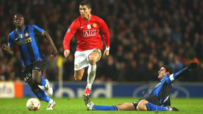 Кристиано Роналдо - 292 мача, 118 гола Единственият играч в тази идеална 11-орка, който все още играе. Сър Алекс видя у него футболен гений и го разви. Роналдо се превърна в икона за Реал Мадрид, но често има спекулации, че може да се завърне в Юнайтед, за да завърши кариерата си в отбора, с който спечели три титли на Англия и Шампионската лига.