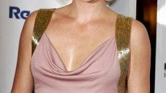 """Чарлийз Терон направи чудовищно превъплъщение в ролята на жена-сериен убиец в """"Чудивище"""" през 2003-та година. Ролята й донесе """"Оскар"""", """"Златен глобус"""" и награда за най-добра актриса от Гилдията на филмовите актьори. След това тя беше номинирана за най-добра актриса за """"North County"""" през 2005-та, както и за """"Златен глобус"""", но не спечели нито една от двете награди. През 2011-та тя отново беше номинирана за """"Златен глобус"""" за """"Младите възрастни"""" (Young Adult). Каквото и да прави след """"Чудовище"""" обаче актрисата все не стига до роли, които да й осигурят награда... камо ли безсмъртие. Предстои да видим дали нейната роля в """"Лудия Макс: Пътят на яростта"""" ще бъде зачетена по някакъв начин в края на февруари... Но едва ли."""