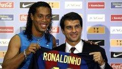 """През 2003-та новоизбраният президент на Барса Жоан Лапорта взима Роналдиньо, след като не успява да докара на """"Камп Ноу"""" Дейвид Бекъм."""