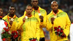 Неста Картър (най-вляво на снимката) е дал положителна проба за веществото метилхексанамин, заради което МОК отне златните медали на щафетата 4х100 м на Ямайка от Пекин 2008